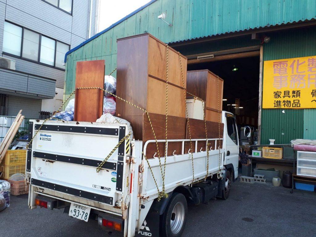 トラック2.5台分の不用品回収と冷蔵庫、洗濯機等の買取
