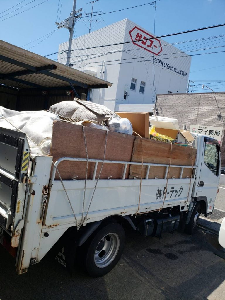 片付けに伴う不用品回収、大量の未分別ゴミあり(愛媛県松山市下伊台町)