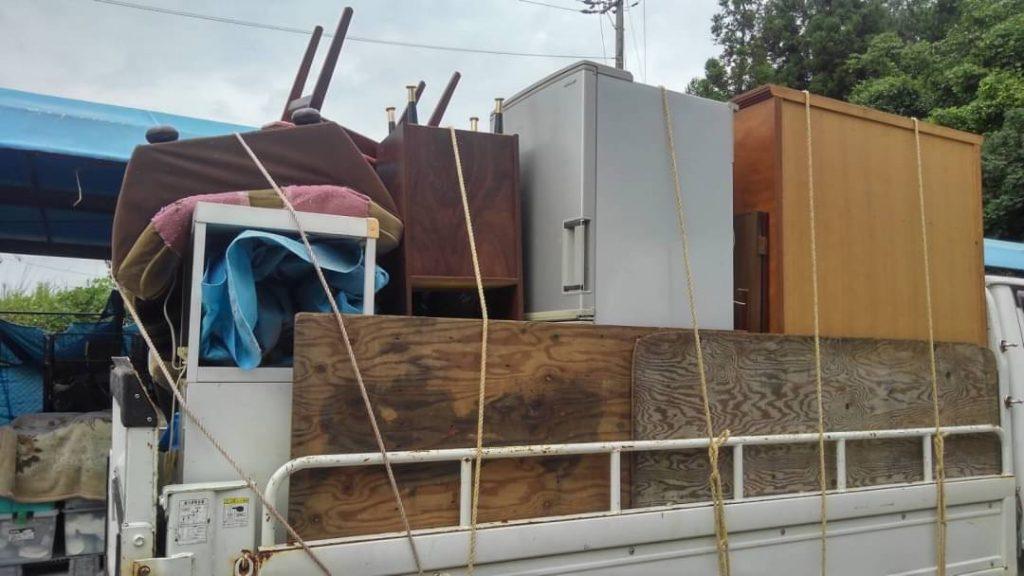 大量の不用品及びゴミの回収(耕運機、工具等は買取)【新居浜市】