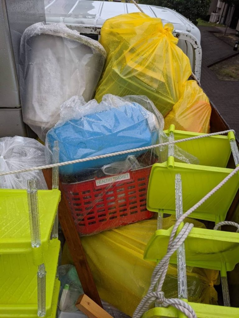 伊予市宮下、片付けに伴う不用品回収(ゴミ袋、陶器など)