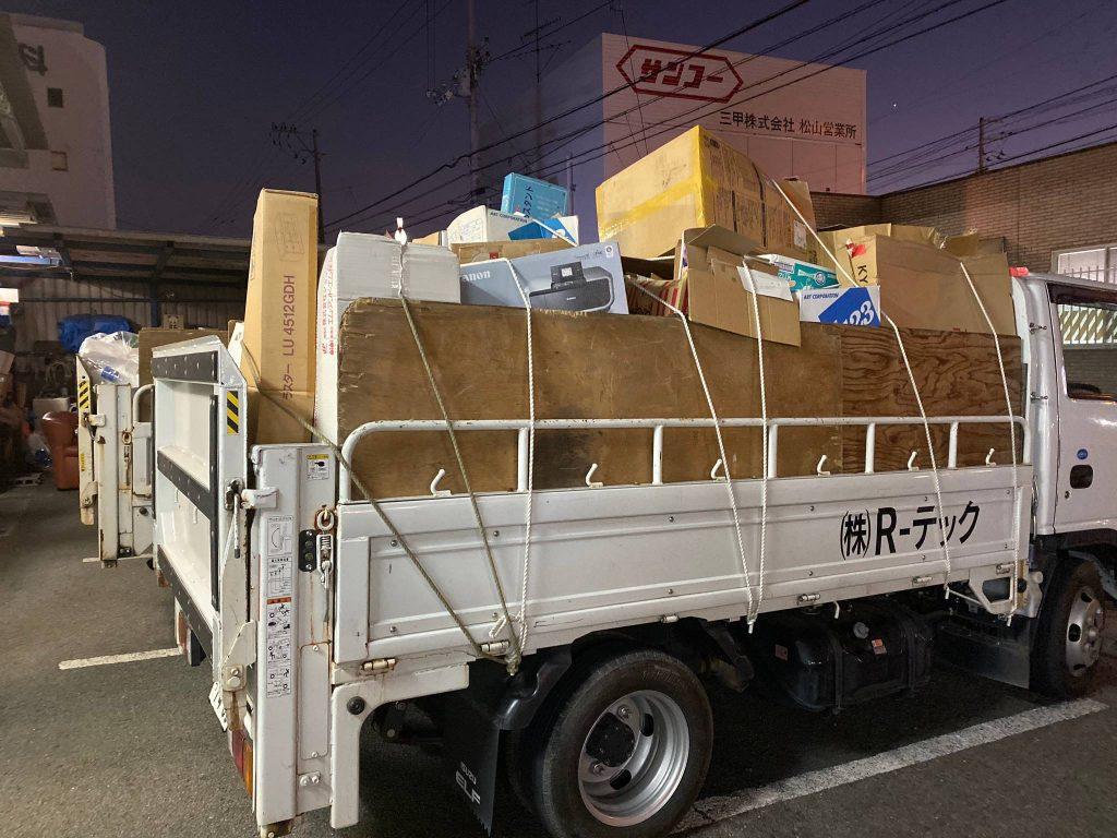 松山市松末町でトラック6車分の不用品回収
