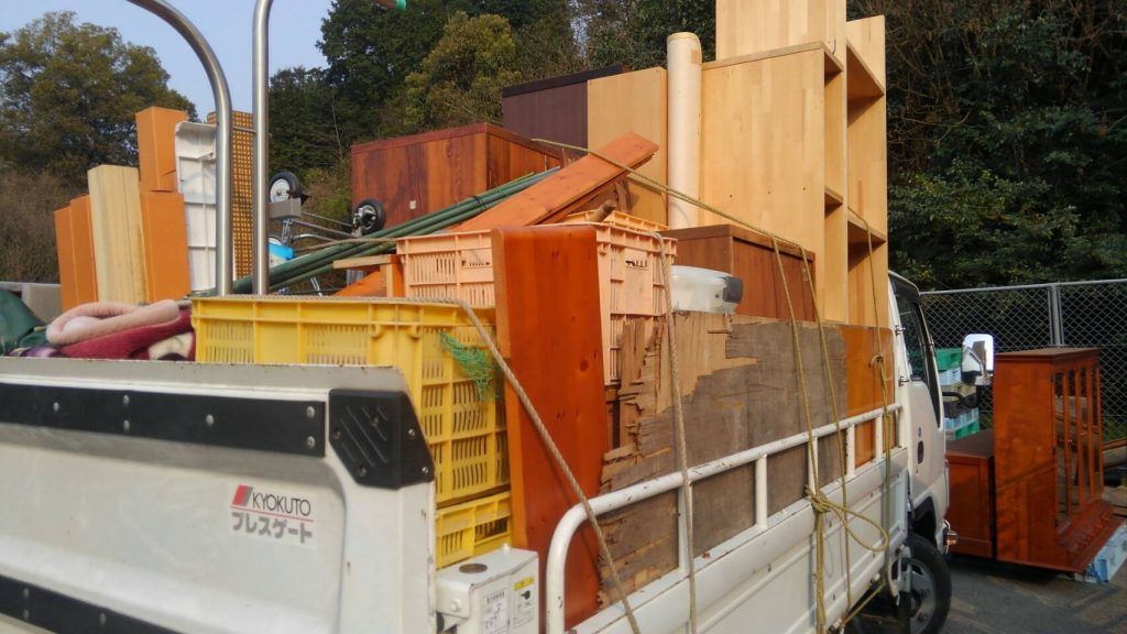 2tトラック二台分の不用品回収