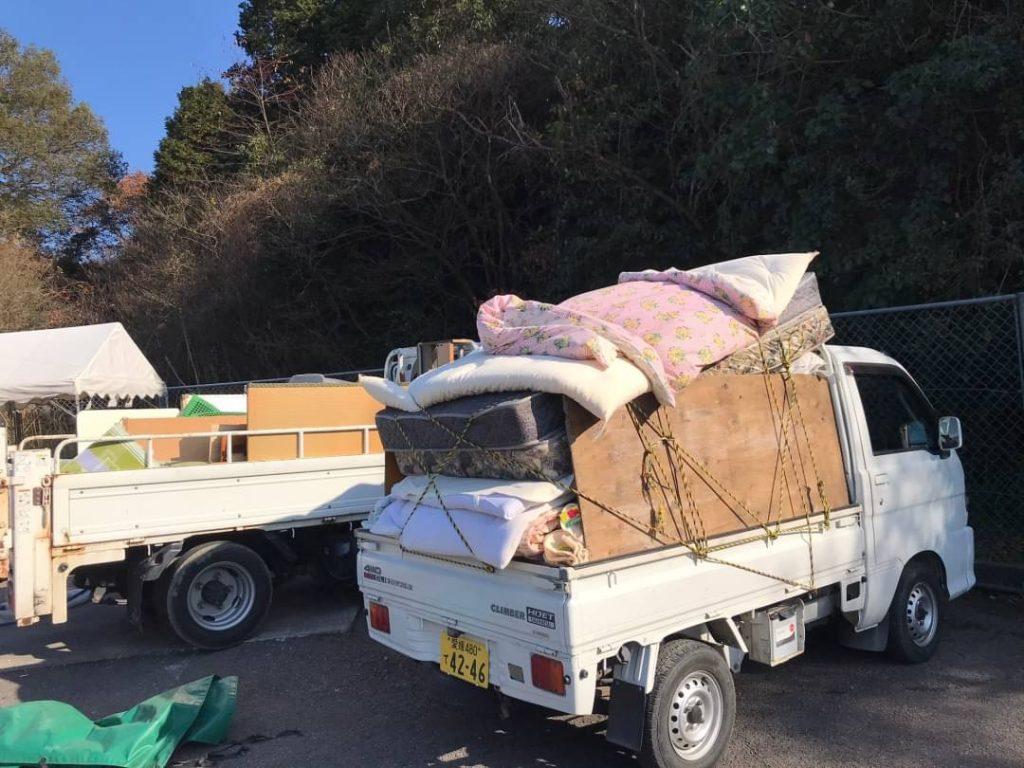 2トン 2車、軽トラ1車分の不用品回収、進物山他は買取