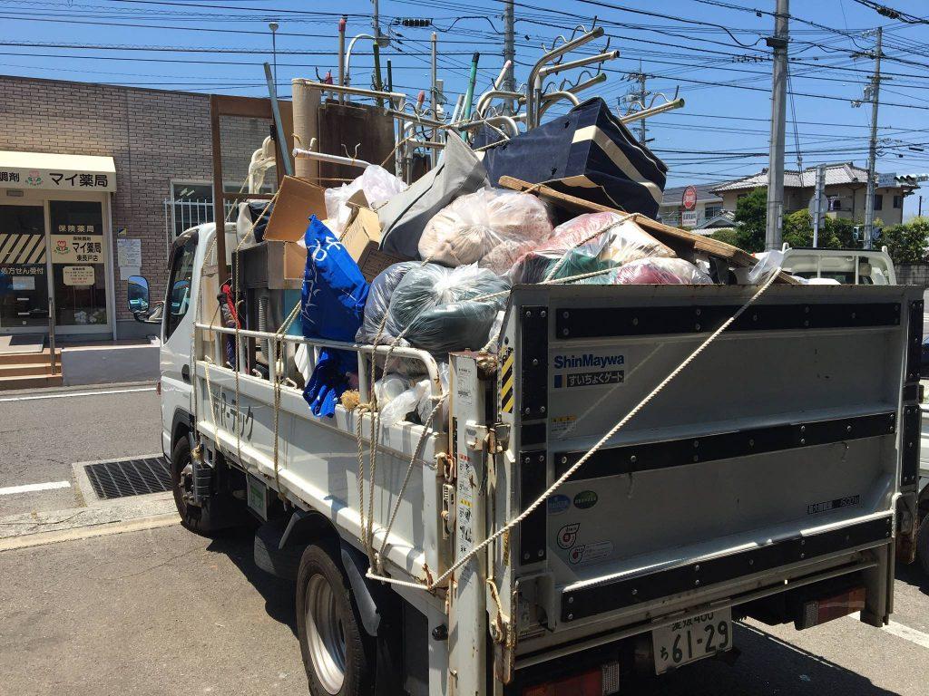 粗大ごみ、可燃ごみの回収処分(松山市中須賀)