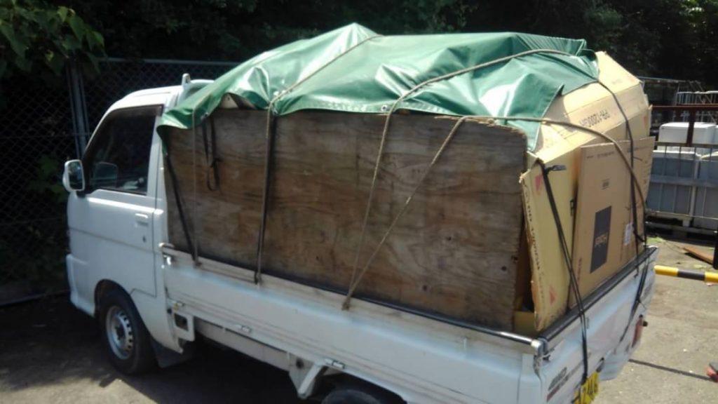 新居浜市、軽トラ山盛りの不用品を回収
