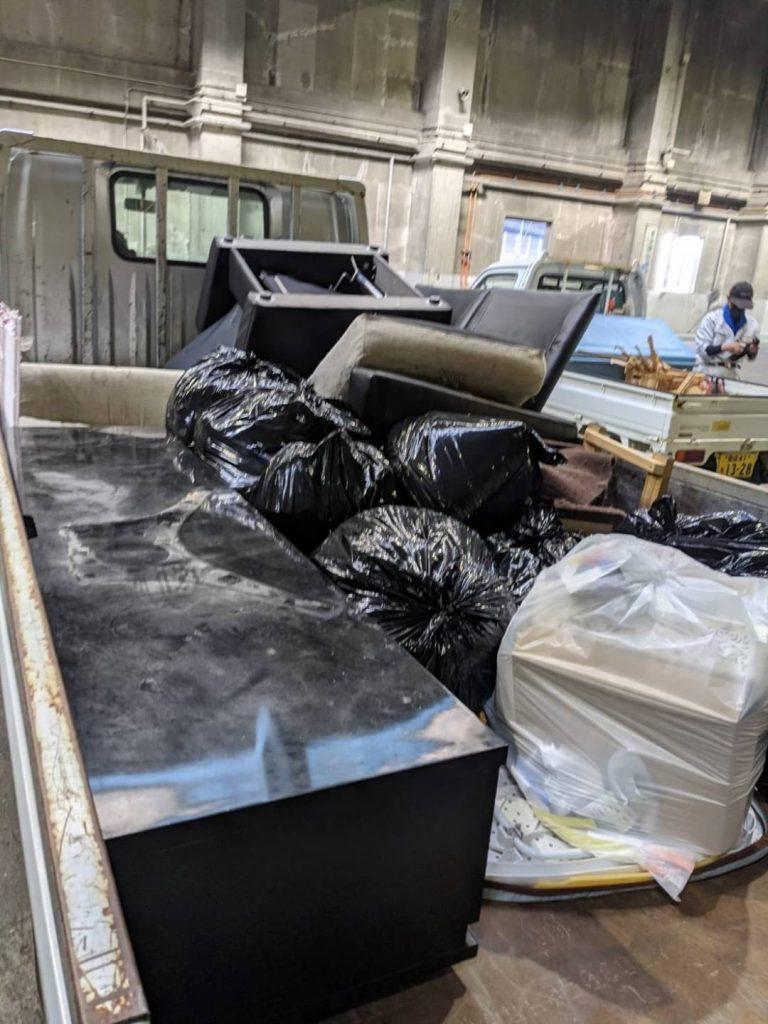 松山市高岡町、片付けに伴う不用品を回収